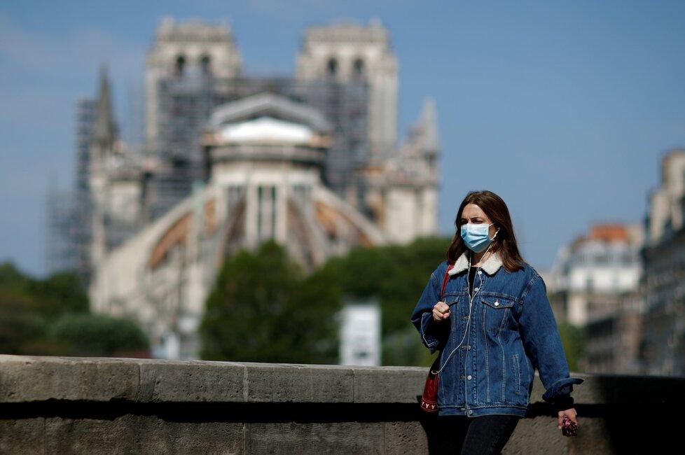 Veřejnosti se po více než roce otevřelo prostranství před Notre-Dame