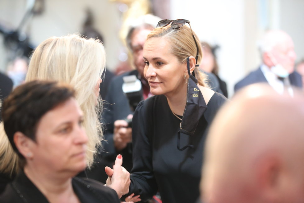 Monika Zagorová se vřele přivítala s Hanou Zagorovou a Štefanem Margitou
