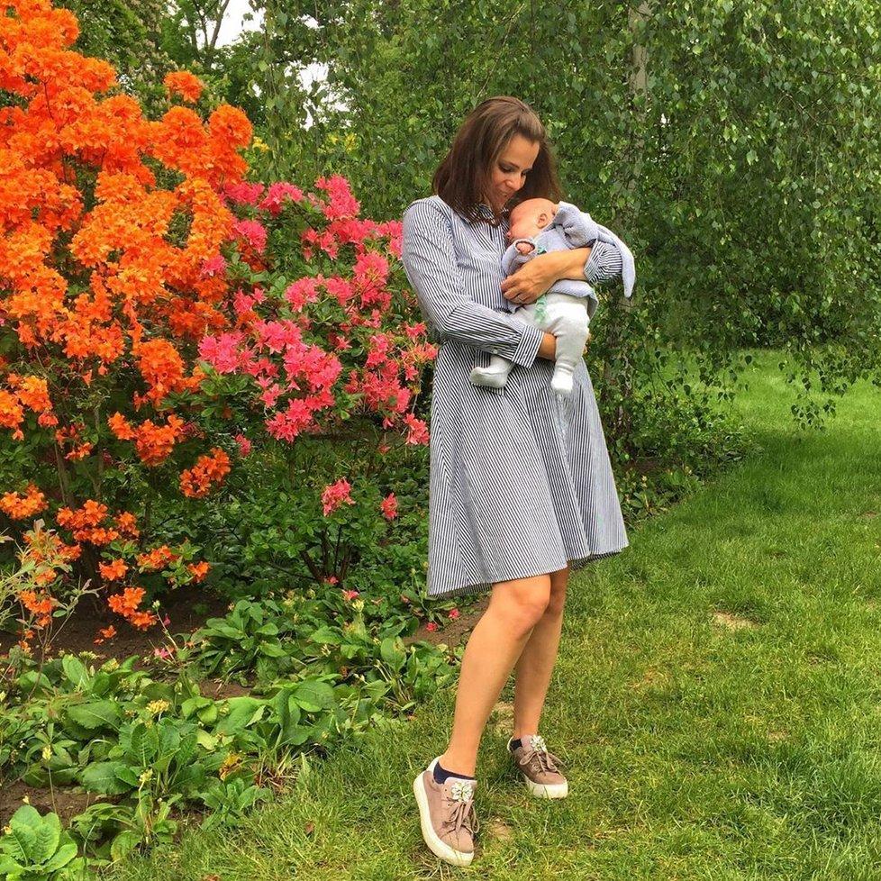 Ornella Koktová s malým Svenem