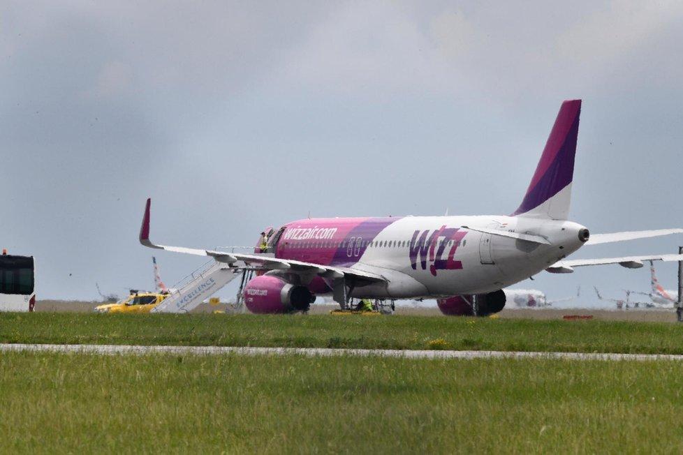 Letadlo Wizzair na Letišti Václava Havla (8. června 2020)