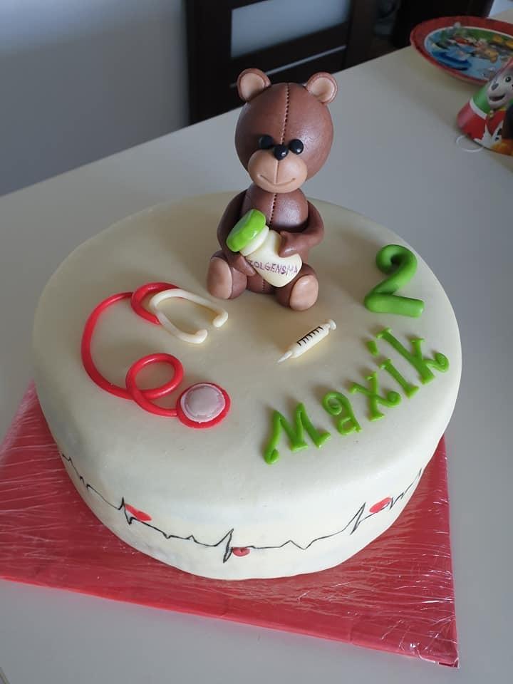 Na lék, který může Maxíkovi zásadně prodloužit život, upomínal i nedělní narozeninový dort.