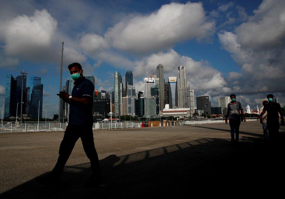 Dodržování bezpečnostních opatření během pandemie koronaviru v Singapuru (9. 6. 2020)