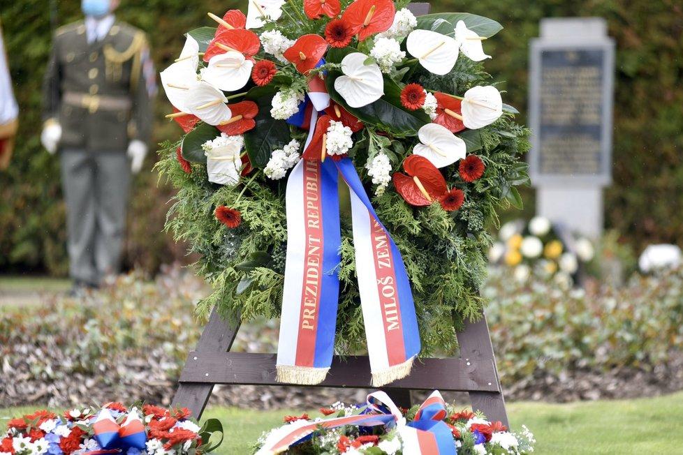 Prezident Miloš Zeman uctil památku mužů, žen i dětí ze starých Lidic. Spolu s dalšími ústavními činiteli se účastnil 75. výročí. (10.6.2020)