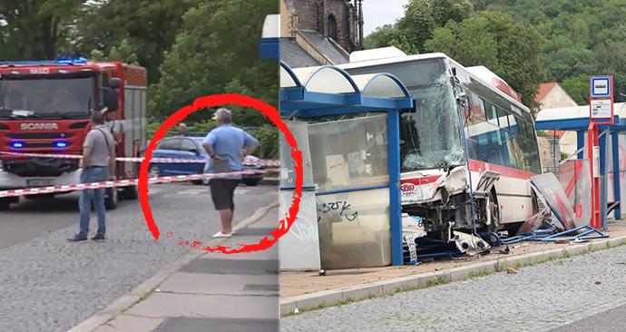 Tragická nehoda ve Slaném. Jel řidič autobusu v pantoflích?