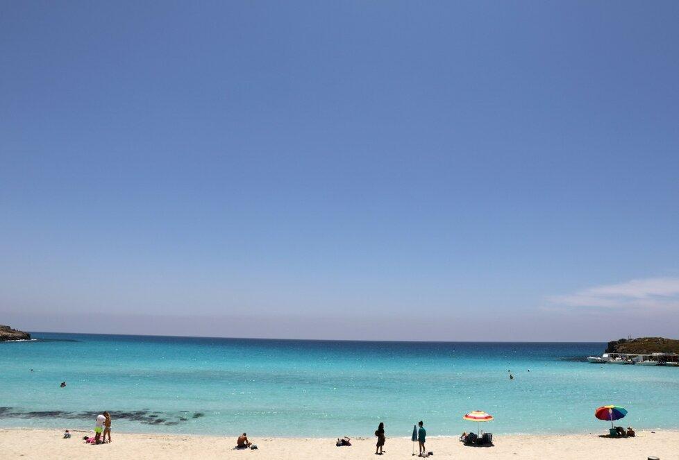 Na pláže Kypru se pomalu ale jistě vrací život. (9.6.2020)