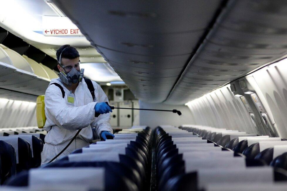 Dezinfekce pražského letiště Václava Havla za doby koronaviru