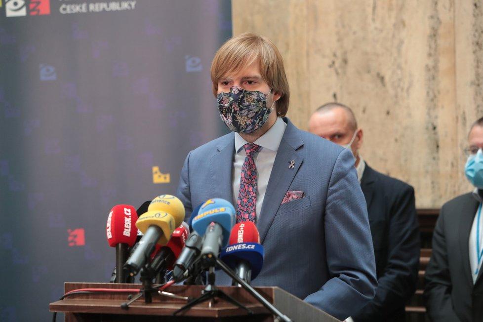 Ministr zdravotnictví Adam Vojtěch (za ANO) na tiskové konferenci k vývoji epidemie (11.6.2020)