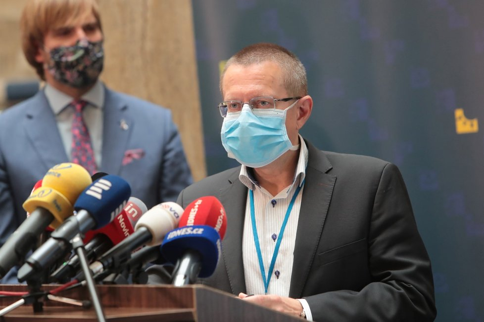 Šéf zdravotnických statistiků Ladislav Dušek na tiskové konferenci o vývoji epidemie koronaviru (11.6.2020)