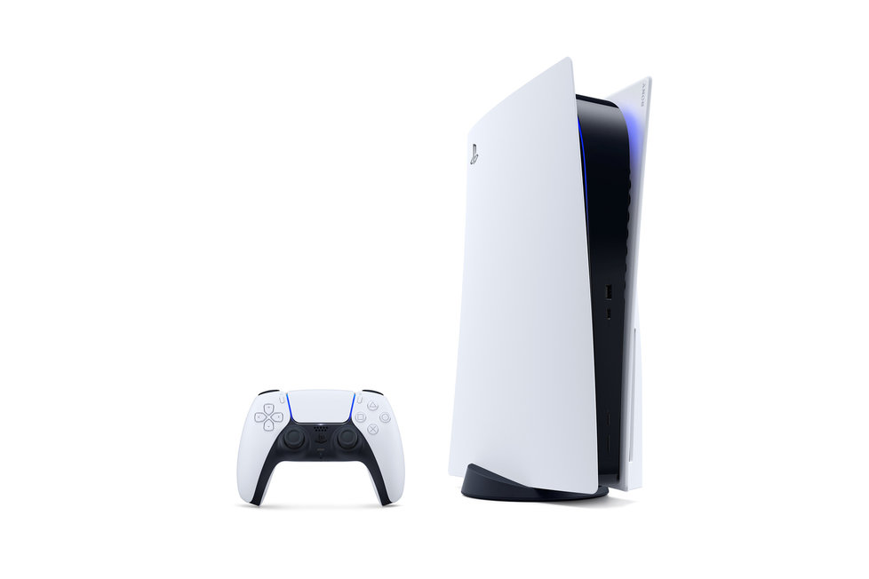 Konzole PlayStation 5 může vertikálně stát.