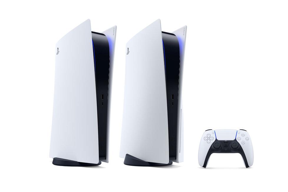 Zleva: Digitální verze PlayStation 5 a její sestřička s 4K Blu-ray mechanikou.
