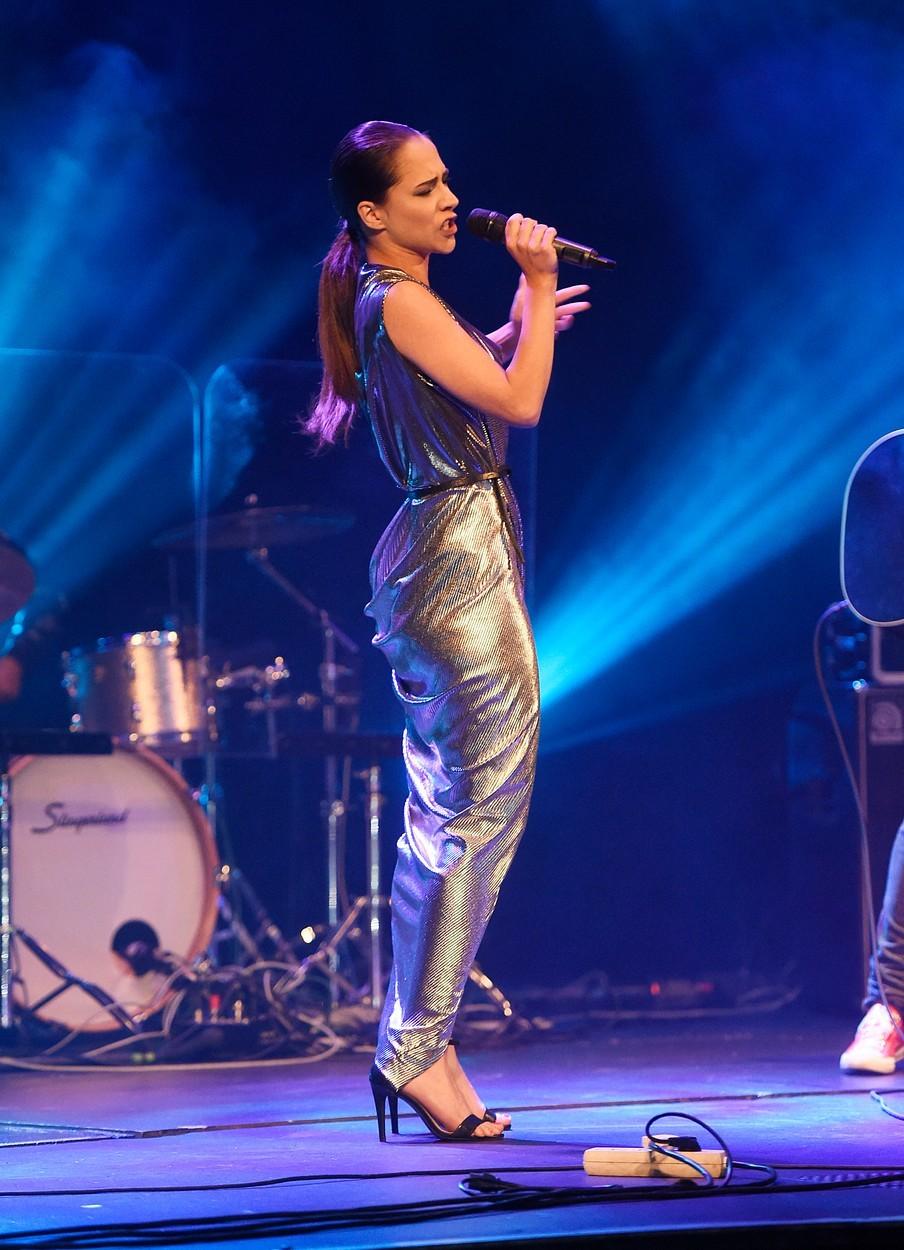Eva Burešová byla na koncertu Vojty Drahokoupila pekelně sexy.