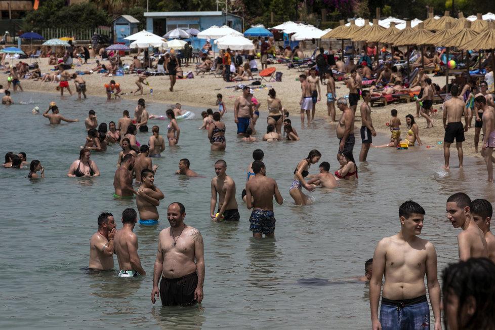 """Řecko opět otevírá po koronavirové """"pauze"""" své pláže nejen mísstním, ale již i turistům"""