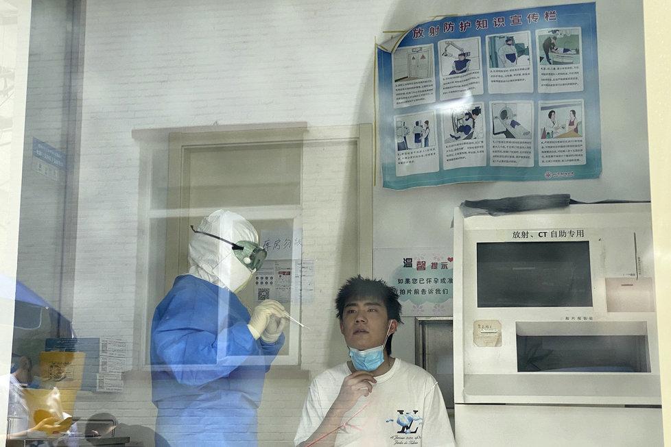V Pekingu zahájili masivní testování.
