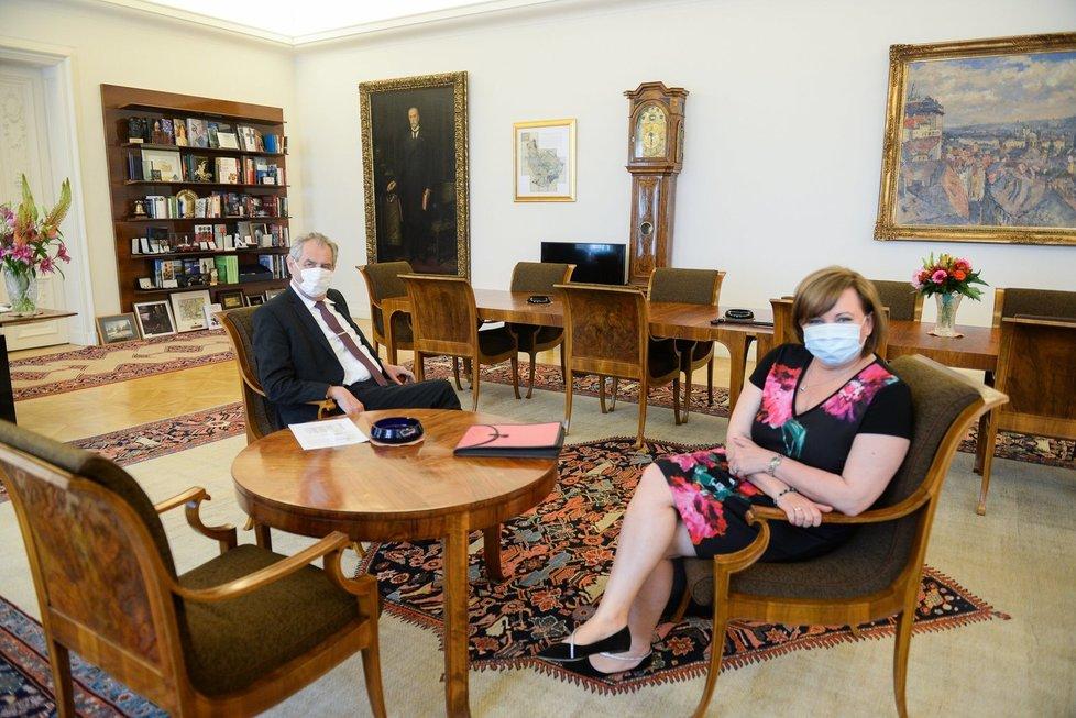 Prezident Miloš Zeman přijal na Hradě vicepremiérku a ministryni financí Alenu Schillerovou (za ANO) (16.6.2020).