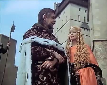 Jana Brejchová ve filmu Noc na Karlštejně představovala císařovnu Alžbětu Pomořanskou. Ta měla podle Beneše Krabice z Veitmile nadpřirozeně velkou sílu. (ilustrační foto)