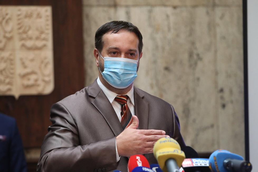Epidemiolog Rastislav Maďar na tiskové konferenci k další vlně uvolňování opatření v Česku (18. 6. 2020)