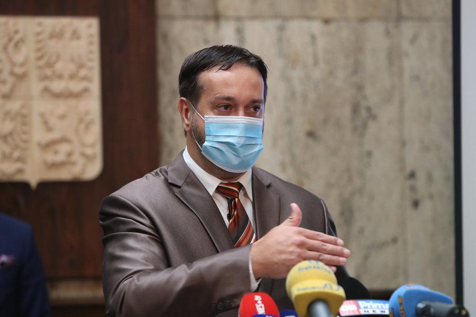 Epidemiolog Rastislav Maďar na tiskové konferenci k další vlně uvolňování opatření v Česku. (18.6.2020)