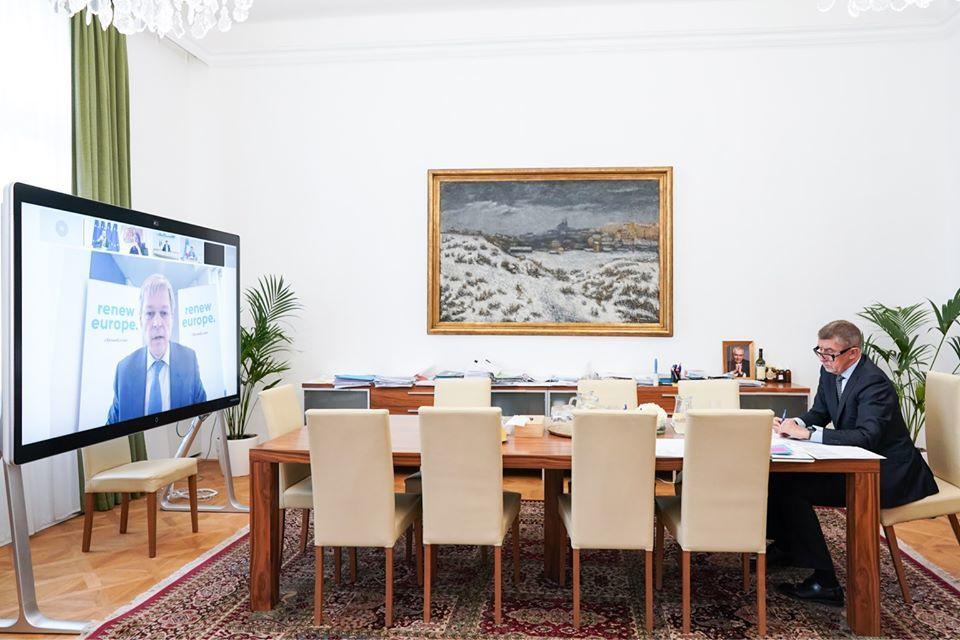 Andrej Babiš (ANO) během videokonference s premiéry a prezidenty zemí EU a telefonátu s Bruselem a frakcí ALDE (19.6.2020)