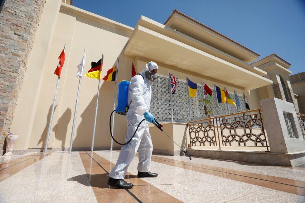 Dezinfekce hotelu Albatros White Beach v Hurghadě.