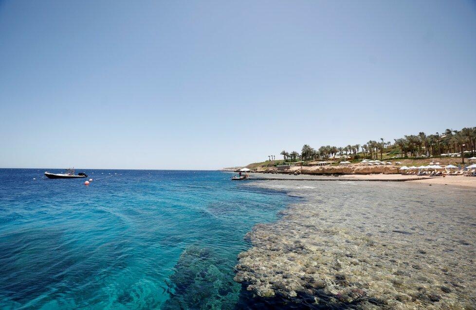 Dovolenou v egyptských letoviscích zatím mohou trávit jen místní turisté.