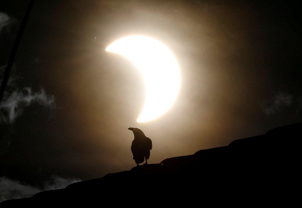 Zatmění Slunce nad částí Asie a Afriky (21. června 2020)