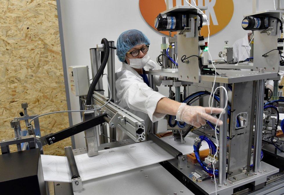 Zlínská společnost Spur spustila novou automatizovanou linku na výrobu respirátorů třídy FFP2 (24. června 2020)