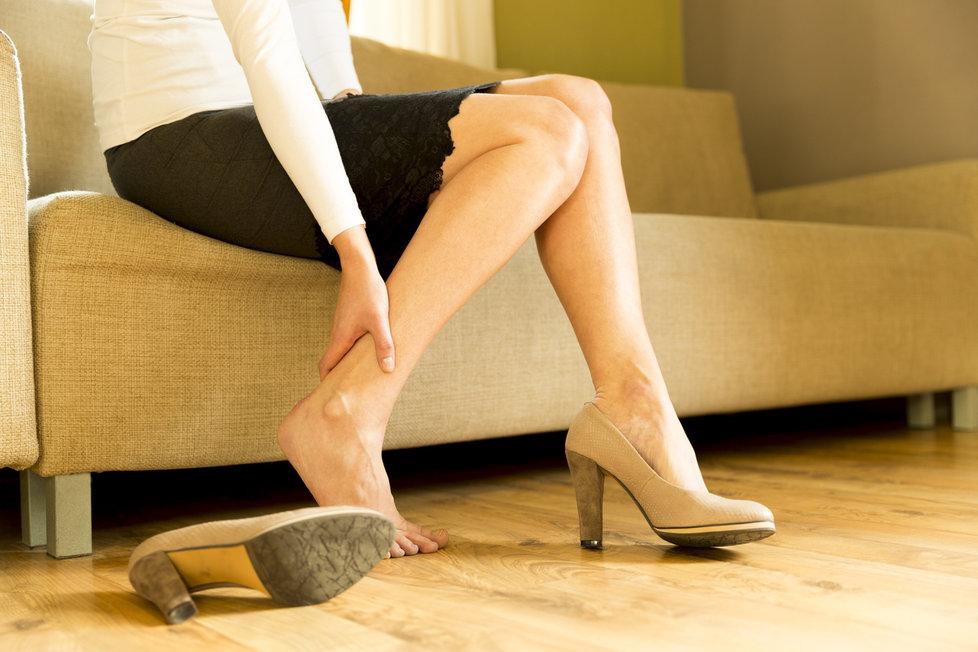 Trápí vás bolesti nohou? Vsaďte na jednoduché cviky!