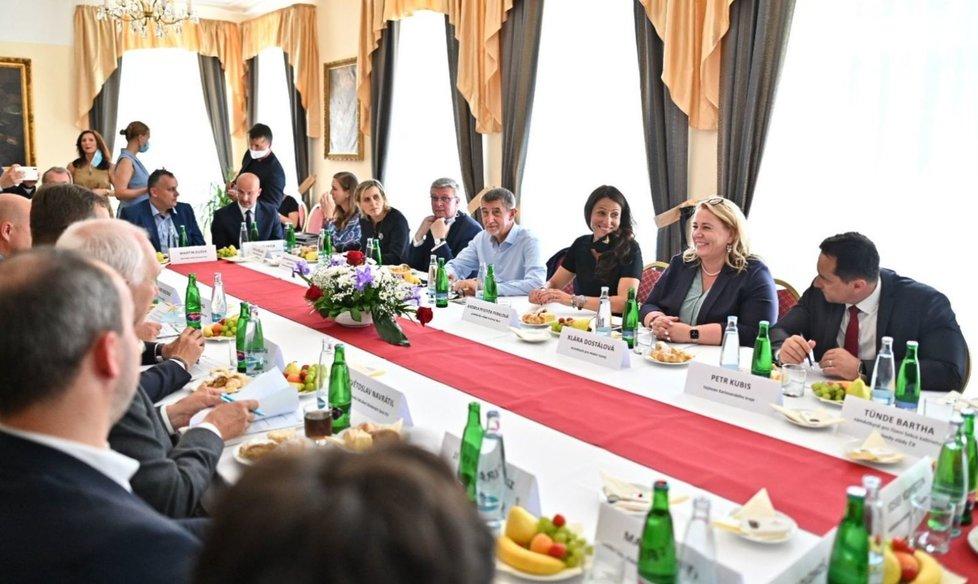 Jednání členů vlády o pomoci lázeňskému sektoru v Karlovarském kraji (26.6.2020)