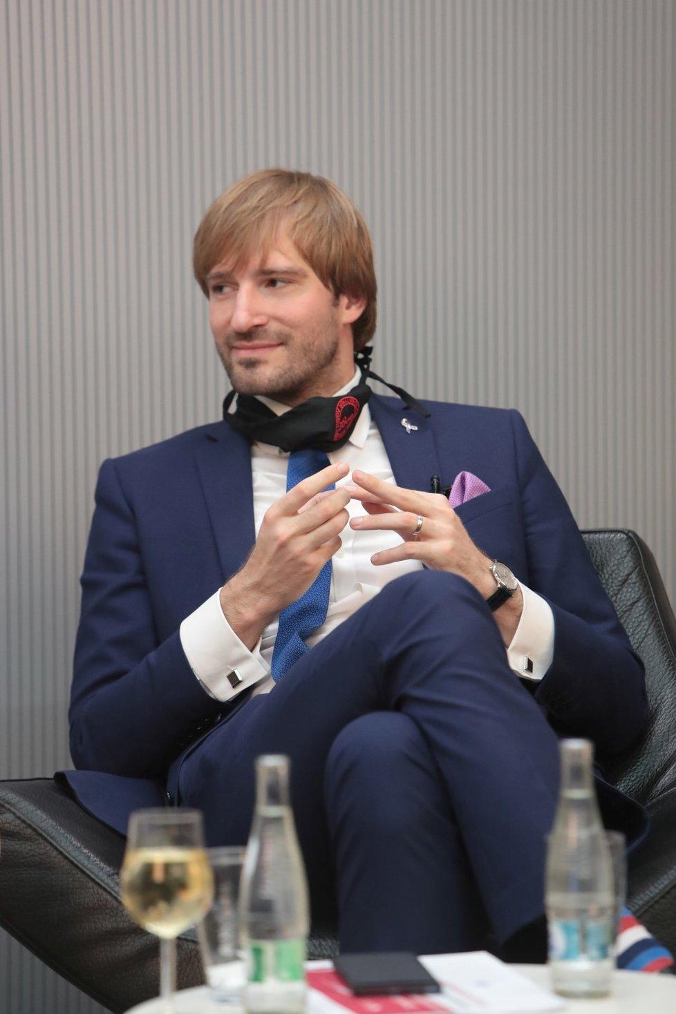 Ministr zdravotnictví Adam Vojtěch při debatě o životě po koronaviru (29. 6. 2020)