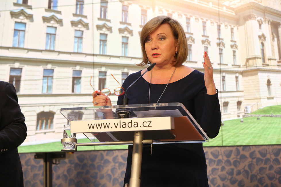 Alena Schillerová (za ANO) na tiskové konferenci po jednání vlády (29. 6. 2020)