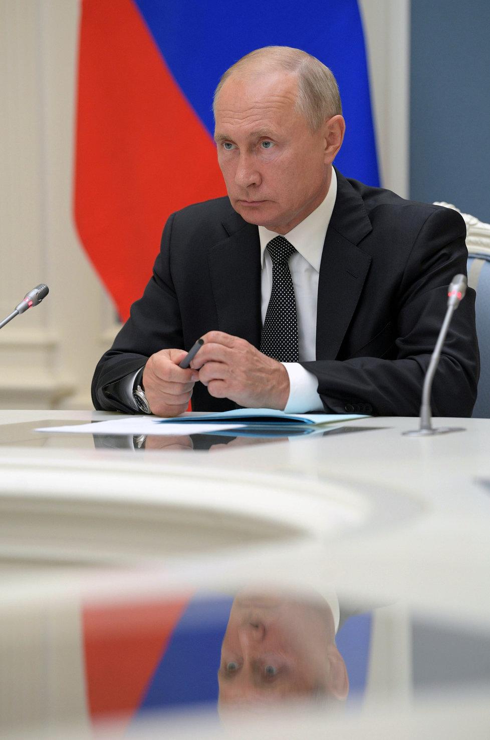 V Rusku končí referendum, Putinovi prodlouží léta v Kremlu, (01.07.2020).