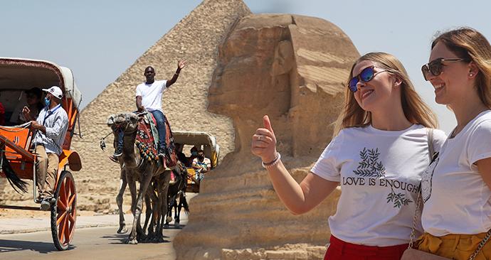 Egypt turistům otevřel nejen letiště a hotely, ale zpřístupnil i pyramidy v Gíze či muzeum v Káhiře. (1.7.2020)