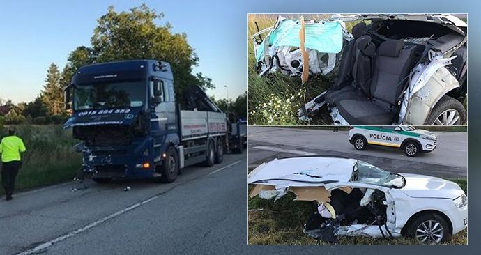 Kamion roztrhl auto ve dví: Řidiči (64) jako zázrakem vyvázl bez vážných zranění!