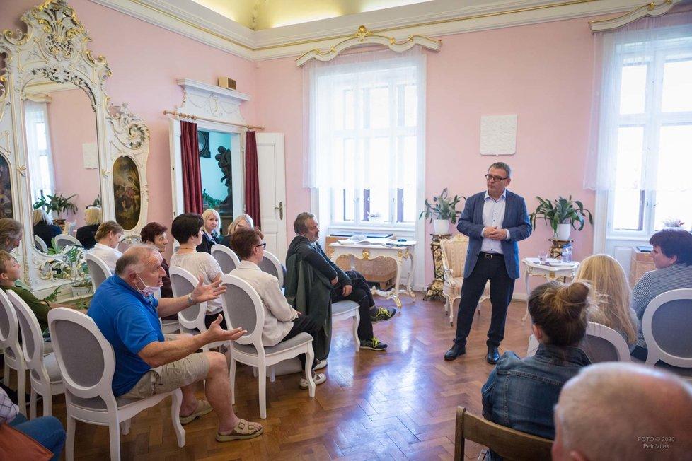 Otevření muzea ve Větrném Jeníkově se účastnil  ministr kultury Lubomír Zaorálek.