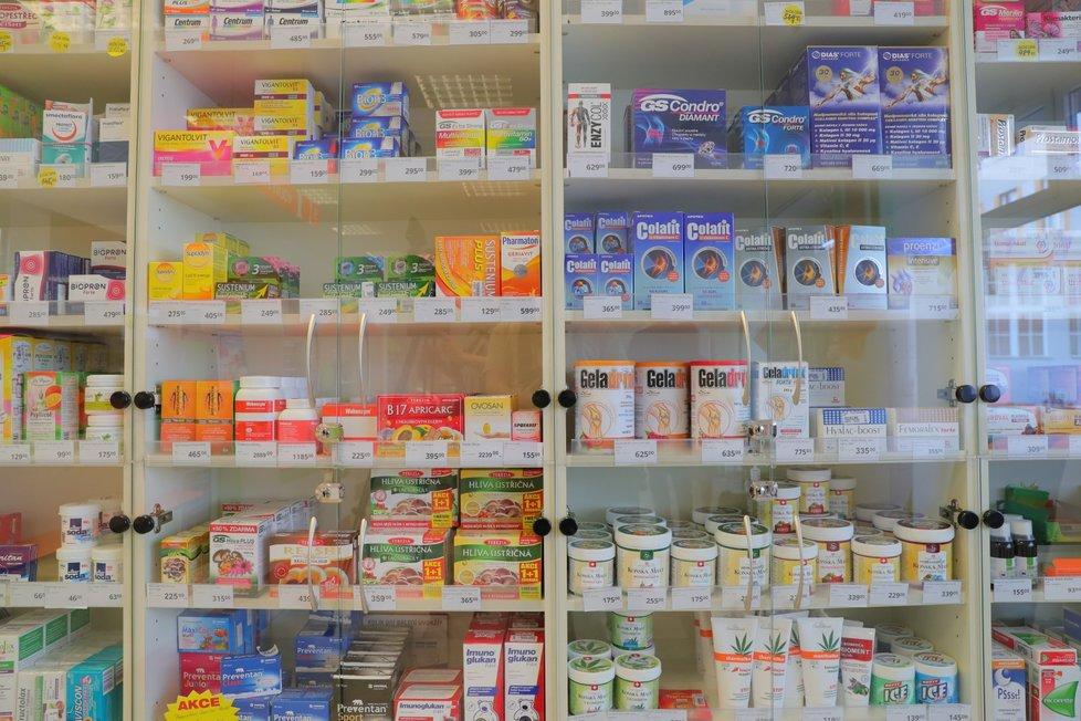 Lékárny byly během pandemie otevřené, lékárníci často pracovali přesčas