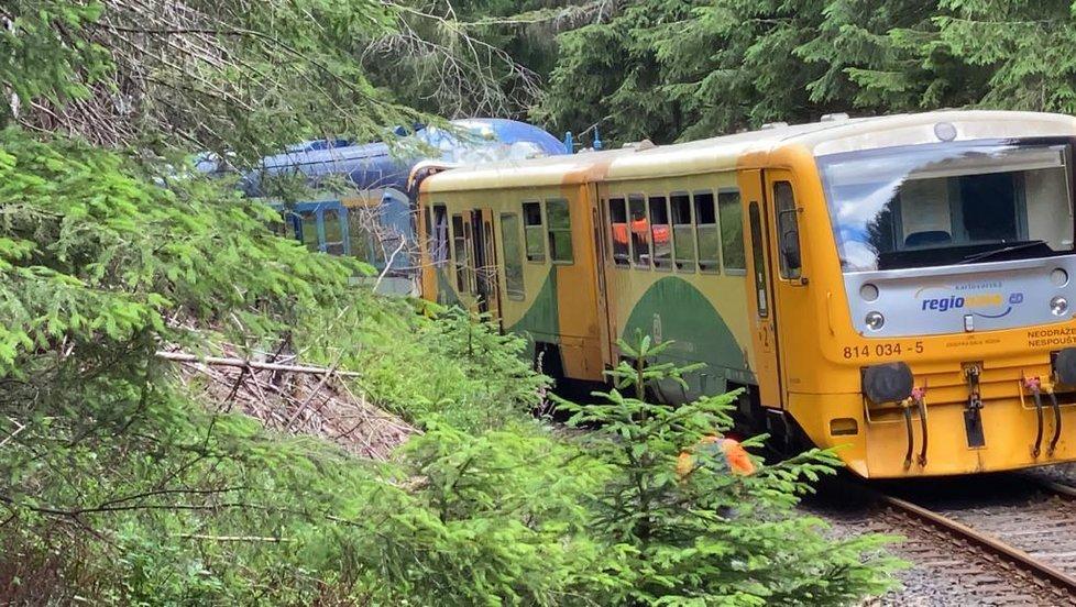 Fatální srážka dvou vlaků u obce Pernink.