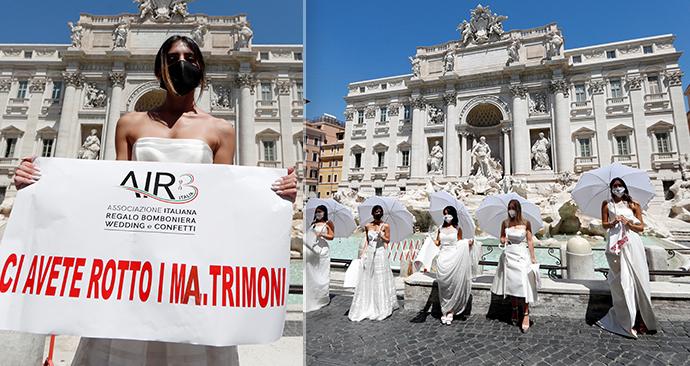 Naštvané nevěsty protestovaly v Římě. Kvůli koronaviru jim zase odsunuli svatby