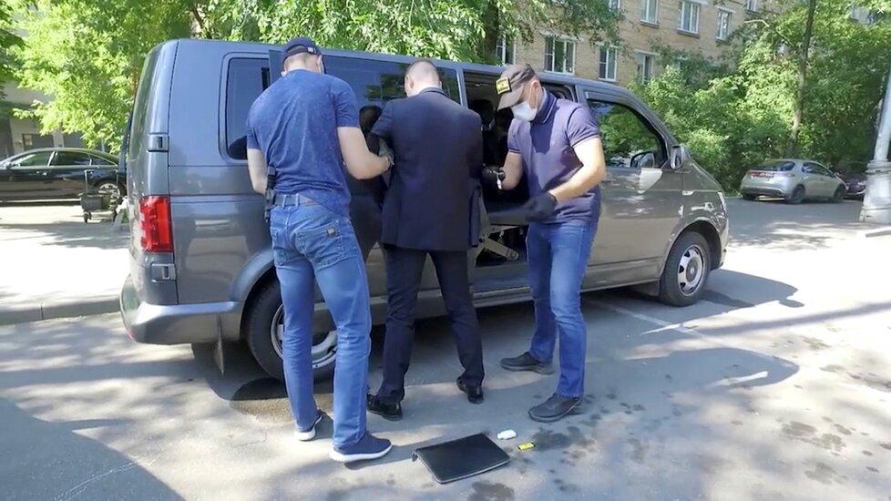 Zatčení Ivana Safronova v Moskvě (7. 7. 2020)