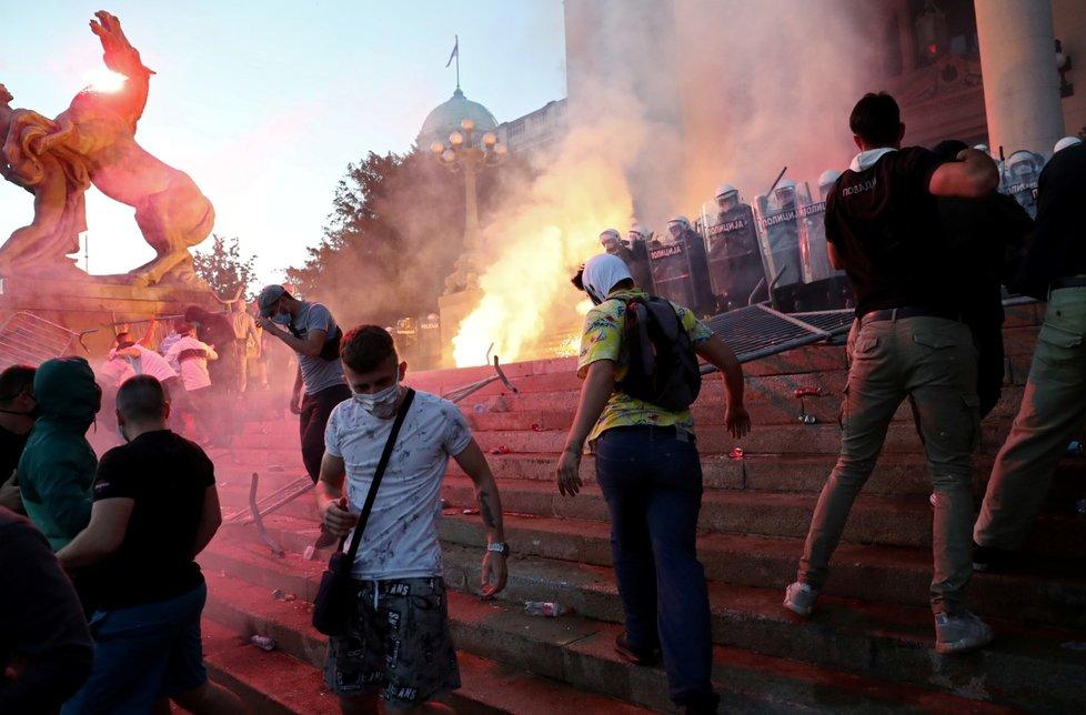 Protest pro zákazu vycházení v Srbsku (8. 7. 2020)