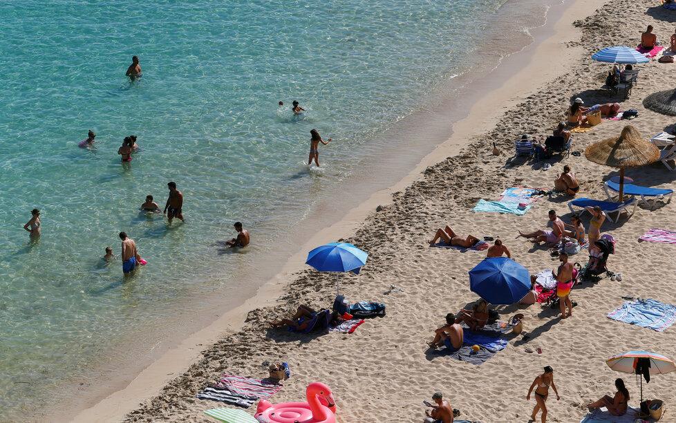 Na Mallorcu se pomalu vrací turisté, brzy je ale čeká nová povinnost.