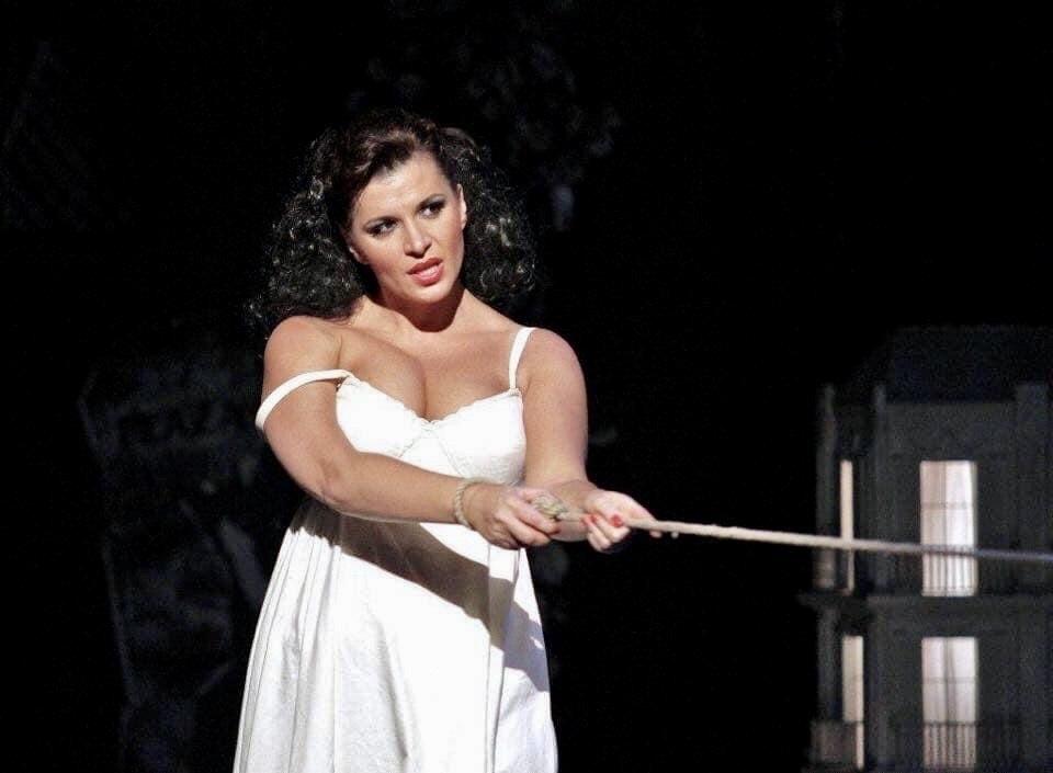 Po prázdninách se ke Carmen vrátí v Národním divadle