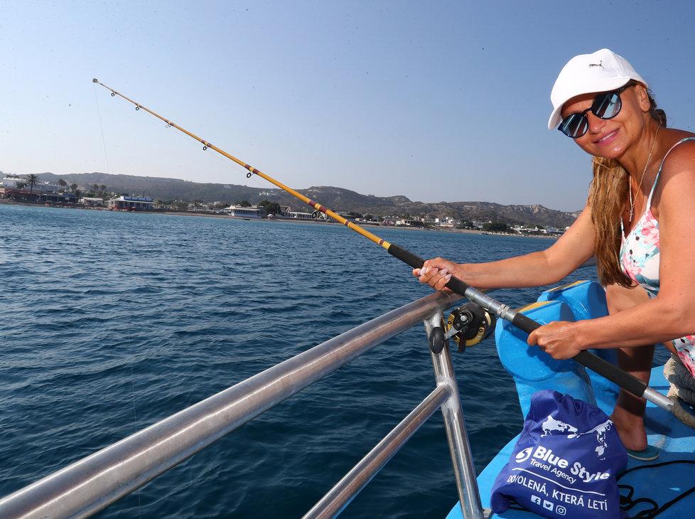 Yvetta Blanarovičová se předvedla jako zdatná rybářka.