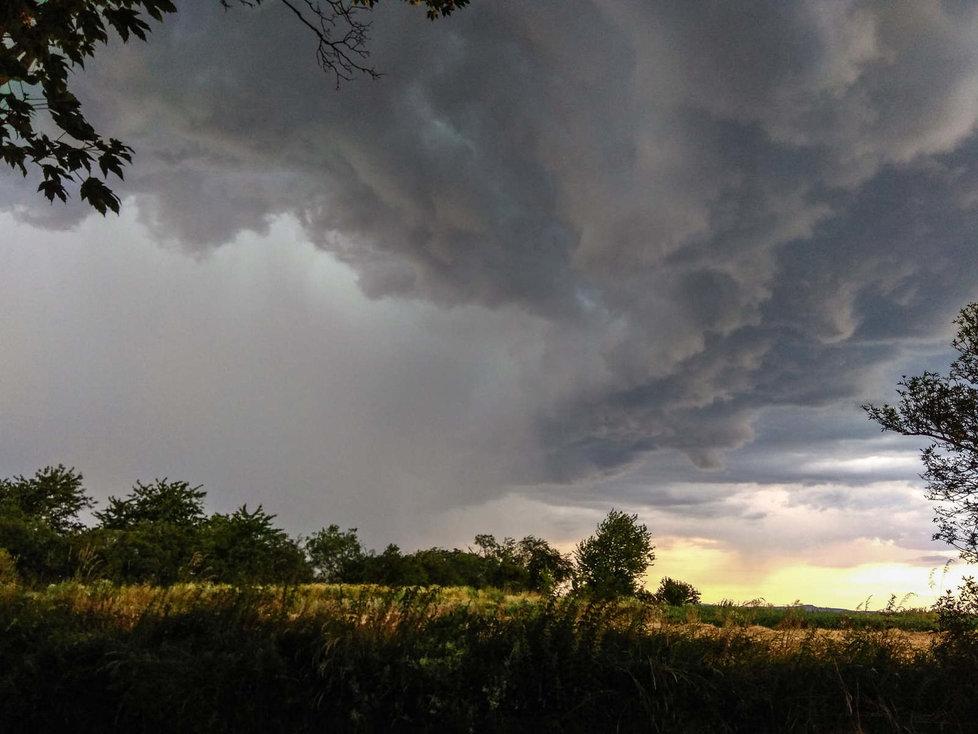 Bouřka se přehnala i přes Písecko. (10.7.2020)