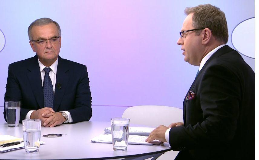 Ministryně Klára Dostálová (za ANO) vynechala diskusi z ČT s omluvou ze zdravotních důvodů. Dalšími hosty Václava Moravce byl Miroslav Kalousek (TOP 09) a David Ondráčka (12. 7. 2020)