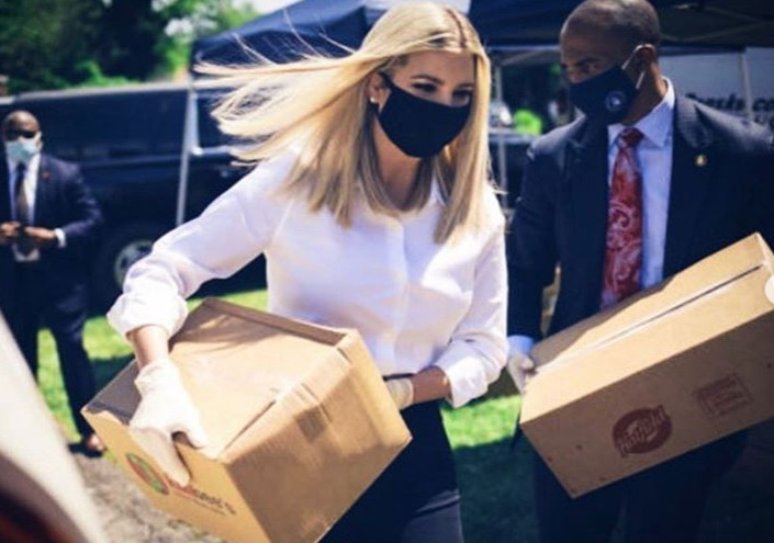 Ivanka Trumpová v roušce
