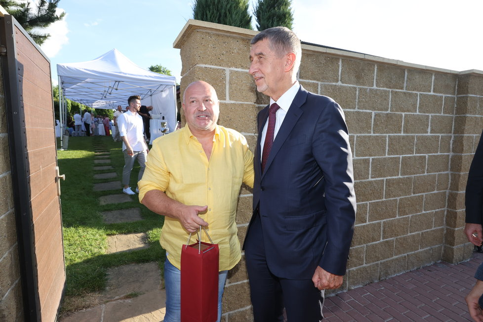Michalovi Davidovi přijel popřát i premiér Andrej Babiš.