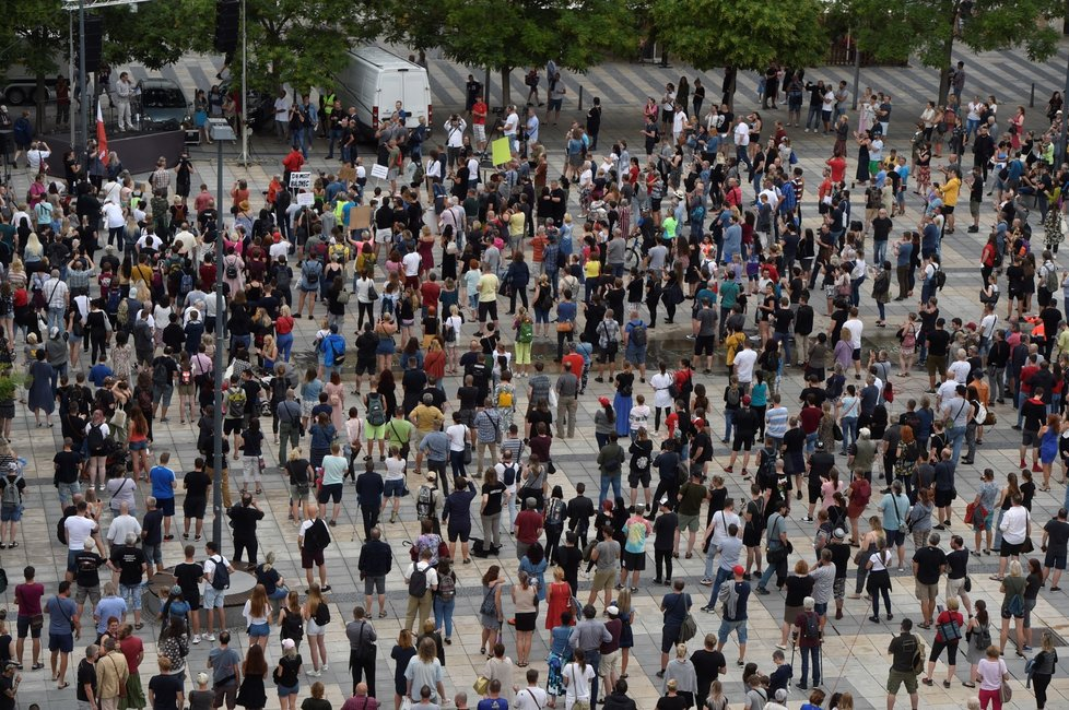 Lidé v Ostravě protestují proti chaotickému informování o koronaviru (20.7.2020)