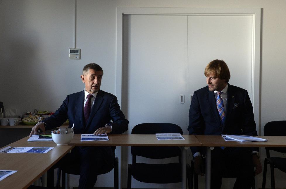 Premiér Andrej Babiš (ANO, vlevo) a ministr zdravotnictví Adam Vojtěch (za ANO) (14. 7. 2020)