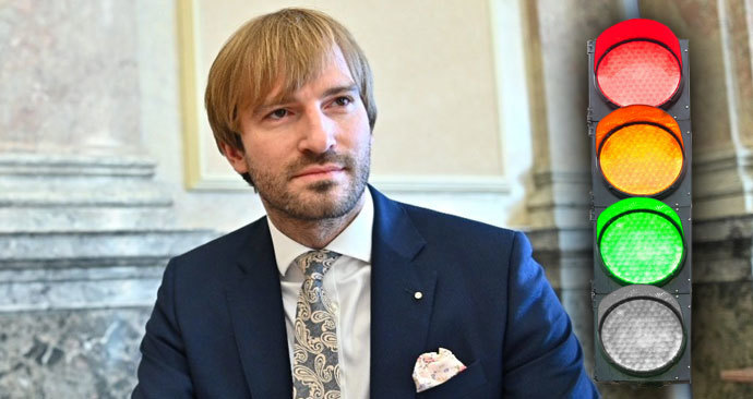 Ministr zdravotnictví Adam Vojtěch (za ANO) a semafor pro regiony v Česku