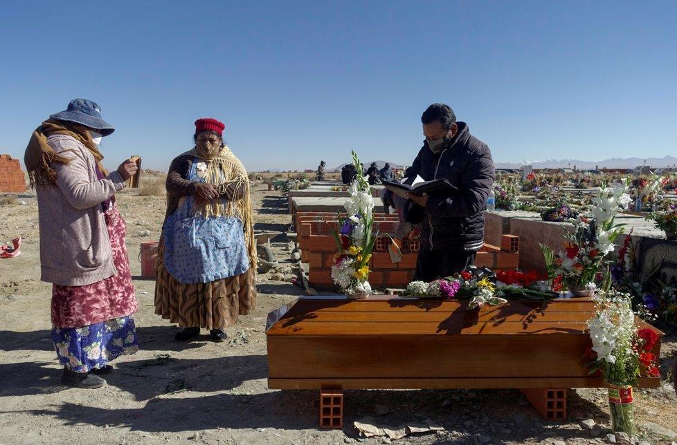 Pohřeb obětí koronaviru v Bolívii (22. 7. 2020)